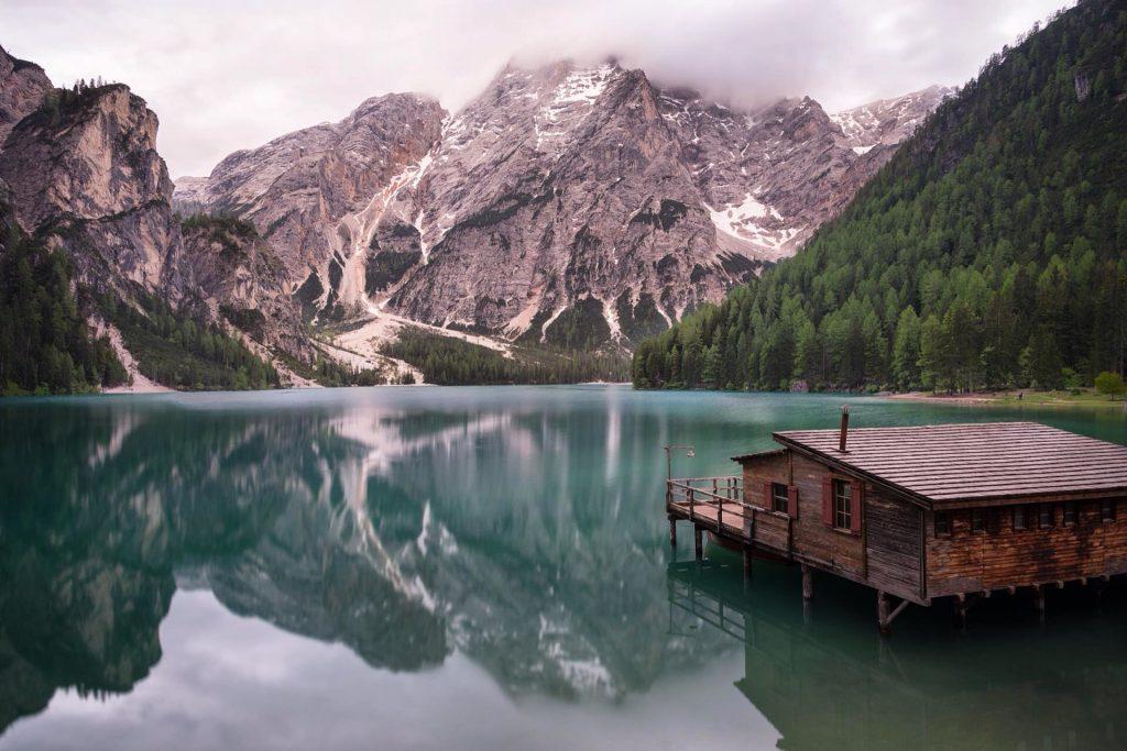 Lago di Braies, un diamante incastonato nelle montagne