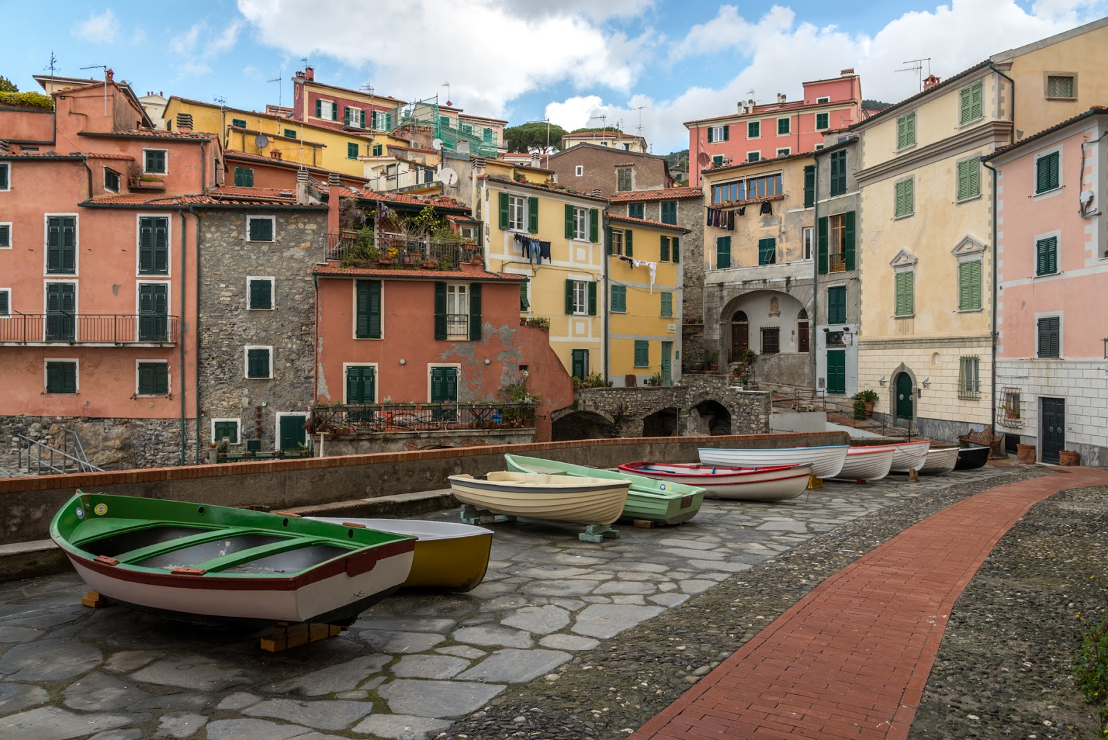 Trekking in Liguria – L' anello della Serra