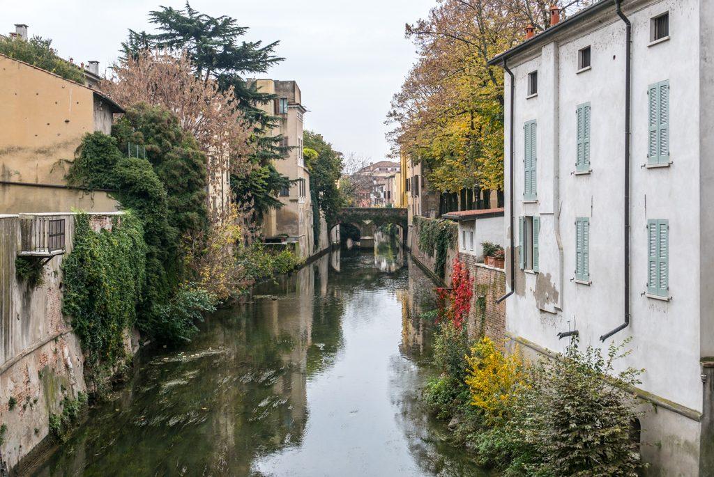 Mantova, lungo rio