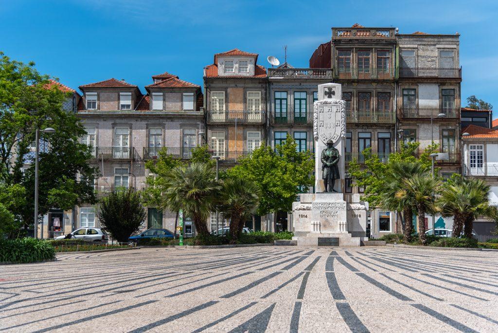 Porto, Praça Carlos Alberto
