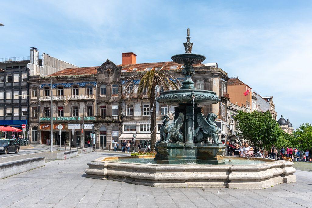 Porto, Iglesia do Carmo e Iglesia do Carmelitas