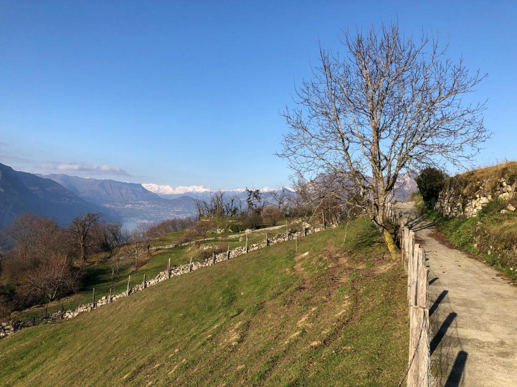 Trekking a Montisola