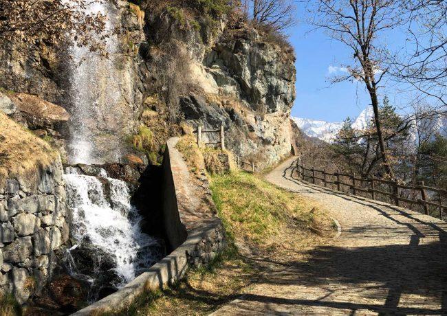 VAL D'AYAS – Passeggiando lungo il Rû d'Arlaz